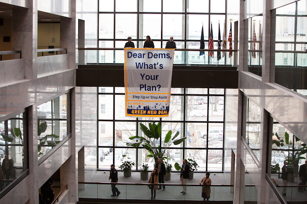Banner drop to call for a Green New Deal (Credit: Eman Mohammed)